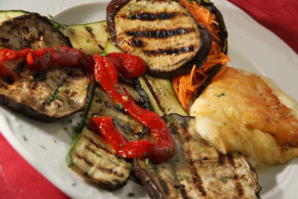 la-scarmoza-al-forno-con-verdure-grigliate